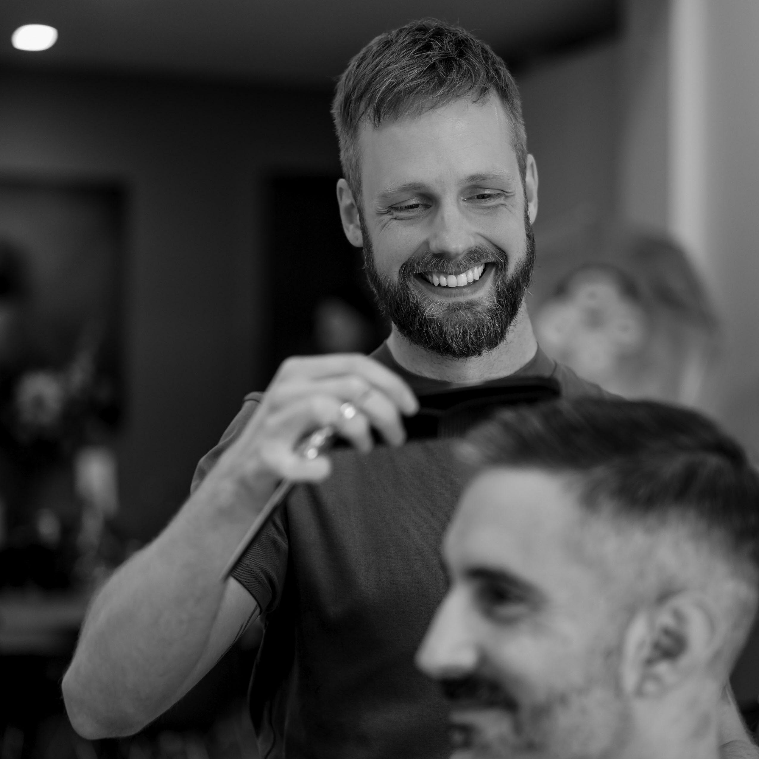 Rent a chair in our hair salon - aktie foto Tim